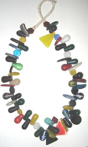 Böhmische Pressglas-Perlen / Strang
